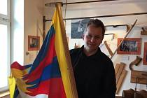 Kvildští vyvěsili Vlajku pro Tibet.
