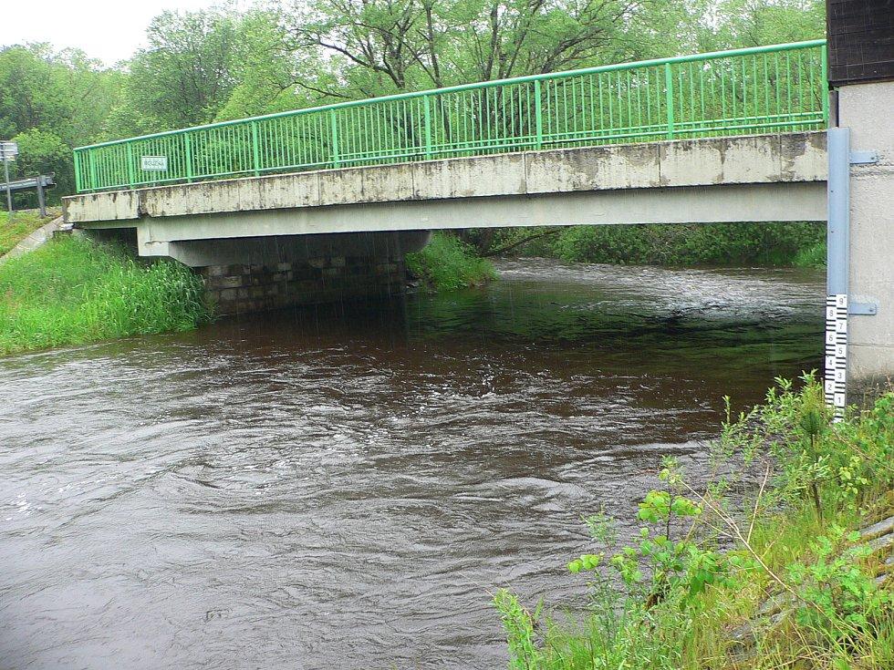 Rozvodněná Vltava v Lenoře.