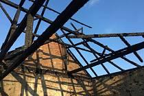 Hasiči v noci ze soboty na neděli vyjeli k požáru hospodářského stavení ve Chvalovicích.