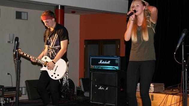 Lucie Chánová  & Band vystoupili na sobotním koncertu pro Ukrajinu.
