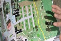 Podobně se měl změnit areál bývalé roty pohraniční stráže v Kvildě. Místa pro parkování, bezpečnější pohyb návštěvníků, stromy, nic z toho zatím ale nebude.