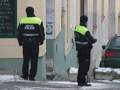 Do pátrání po pachateli loupežného přepadení ve Vimperku byli zapojeni i strážníci městské policie a asistenti prevence kriminality. Právě oni významnou měrou přispěli k dopadení pachatele.
