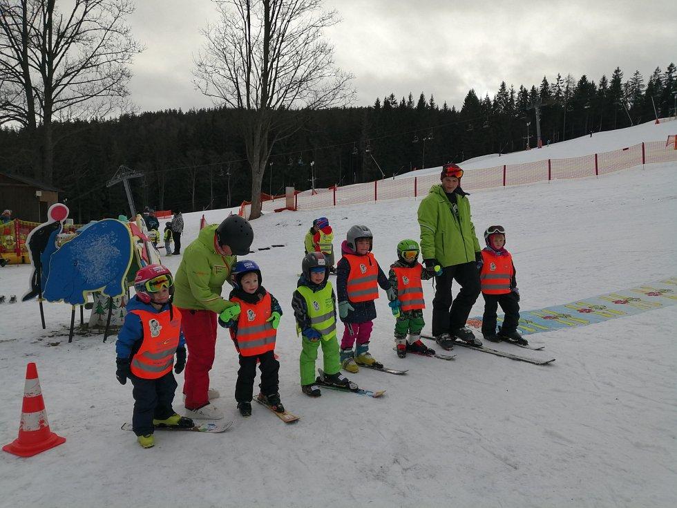 Lyžařský kurz zdíkovských předškoláčků.