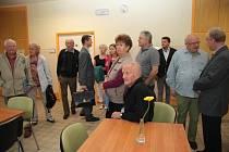 Výraznou změnou prošla hlavní budova nemocnice nejen zvenčí, ale především uvnitř. Ať už se to týká pokojů, chodeb, nebo zázemí pro kuchyňky a malé jídelny a společenské místnosti.