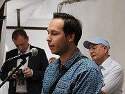 Galerie Biofarmy Slunečná hostí výstavu ...vidět Israel. Na výstavě jsou ke shlédnutí i fotografie Martina Lazaroviče (na snímku).