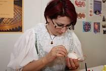 Lenka Volková bude i letos ukazovat zdobení velikonočních vajíček v Prachatickém muzeu.