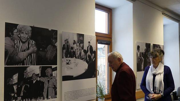 Výstavu fotografií Olga Havlová a Výbor dobré vůle mohou Prachatičtí vidět do 23. března.