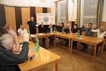 Nové zastupitelstvo ve Vlachově Březí se poprvé sešlo v úterý 3. listopadu.