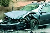 PŘIBLIŽNÝ ODHAD. Nehodu, pří níž vznikne škoda nižší než sto tisíc, není potřeba hlásit na policii. Podmínkou však je, že nikdo nebyl zraněn a nevznikla škoda třetí osobě.  Ilustrační foto.