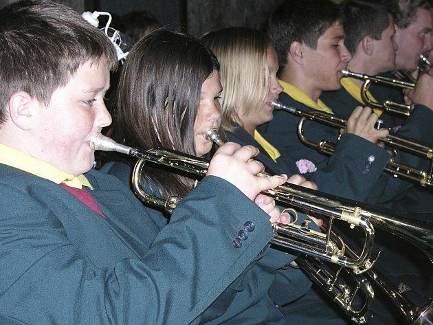 Noční koncert ZUŠ přilákal na vimperské arkády stovky diváků.