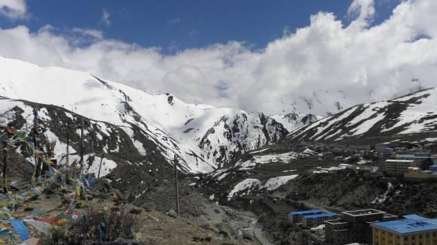 Cesta z Káthmándú pod Čo Oju.