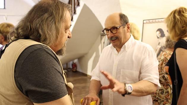 V pondělí večer začala v prachatické Galerii Dolní brána vernisáží výstava fotografií Jadrana Šetlíka.