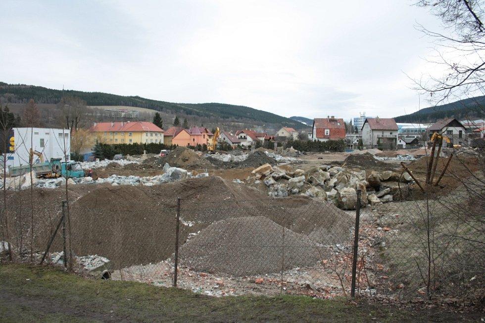V dubnu 2013 už nestojí v areálu jediný objekt, stavební stroje likvidují i poslední pozůstatky bývalého podniku, který zaměstnával desítky lidí.V únoru 2013 začala demolice objektů v areálu Madety v Prachaticích.