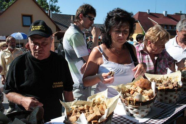 Ochutnat a ohodnotit jeden z několika vzorků chleba jako nejlepší, to byl úkol pro návštěvníky, kteří se sami mohli stát porotou.