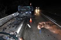 Dvě auta se střetla na silnici z Prachatic do Žernovic, čtyři lidé jsou těžce zranění.