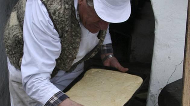 Augustin Sobotovič připravuje lenorské placky
