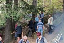 Senioři uklidili Brodící lázně v Prachaticích.