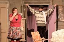 Štít zahájí v úterý od 19 hodin v Městském divadle v Prachaticích Divadelní klub Českokrumlovská scéna s komedií Popel a pálenka.