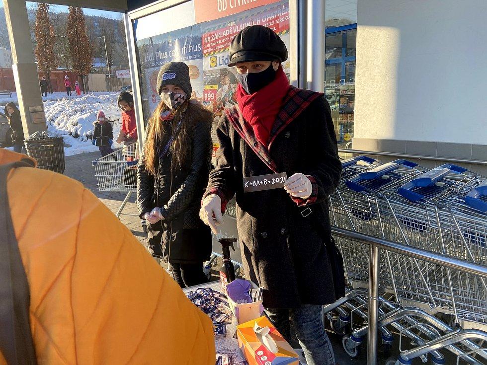 Věnovat peníze na charitu do Tříkrálové sbírky 2021 mohou lidé v Prachaticích u supermarketů nebo on-line.
