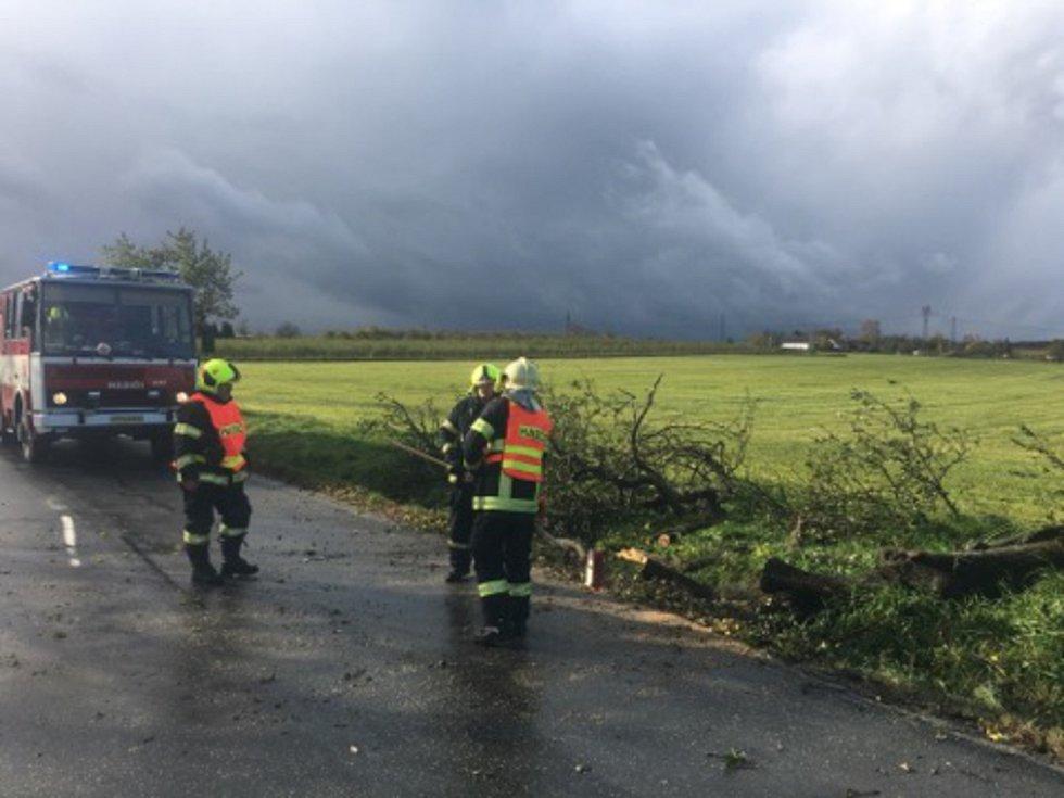 Netoličtí hasiči vyrazili na silnici z Netolic na Rabín.