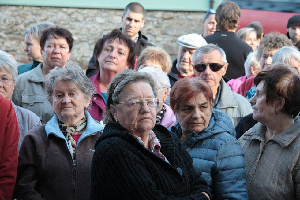 V pátek 6. listopadu si mohla veřejnost ve Volarech prohlédnout zrekonstruovaný objekt v centru města, který bude sloužit jako dům s pečovatelskou službou. všech devět bytů je plně bezbariérových.