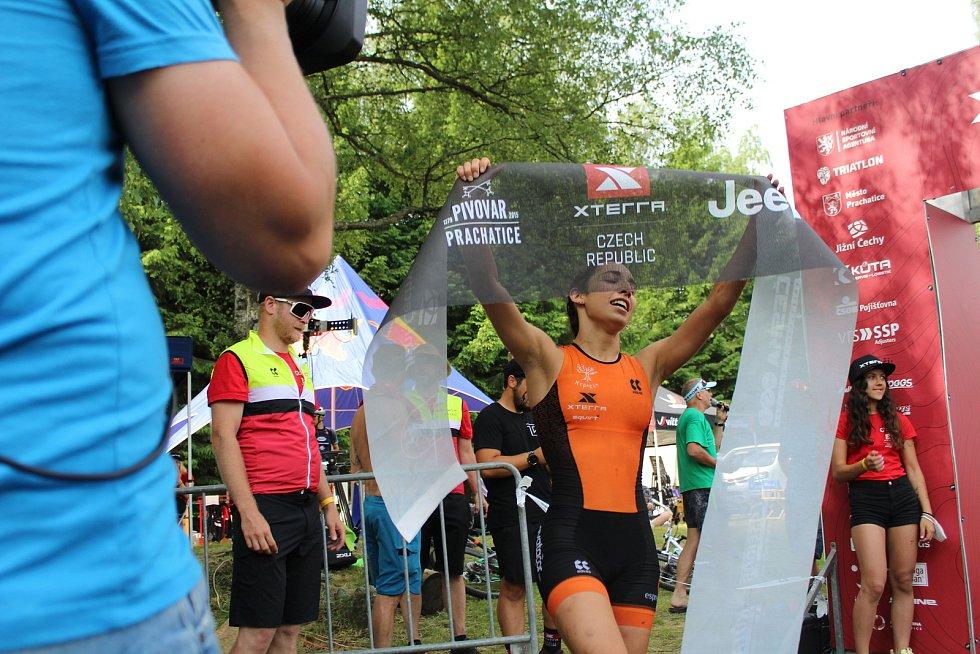 Triatlonistky připravily při Short tracku fanouškům skvělou podívanou.