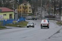 V ulici Žernovická by obyvatelé chtěli kvůli bezpečnosti chodník.