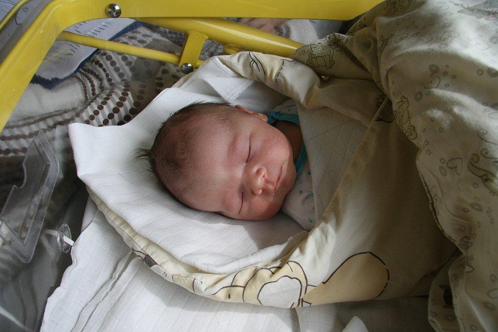 VÁCLAV DREVJÁK, SOUMARSKÝ MOST.Narodil se ve středu 28. srpna v 15.43 hodin v prachatické porodnici. Vážil 3820 gramů. Má sestřičku Elišku (2 roky).Rodiče: Barbora a Václav Drevjákovi.