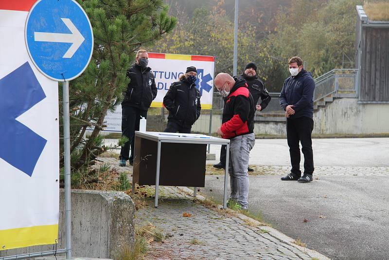 Odběrové místo pro pendlery vzniklo v říjnu 2020 v bývalé budově celnice na hraničním přechodu Strážný - Philippsreut.