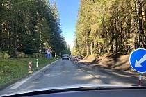 Opravovaný úsek silnice ze Stögrovy Huti do Lenory.