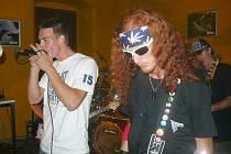 Své umění předvedla rovněž prachatická skupina The Trust, které vévodí kytarista a zpěvák Bohumír Horák. Kapela neskrývá svou lásku k hudebnímu stylu Punk.