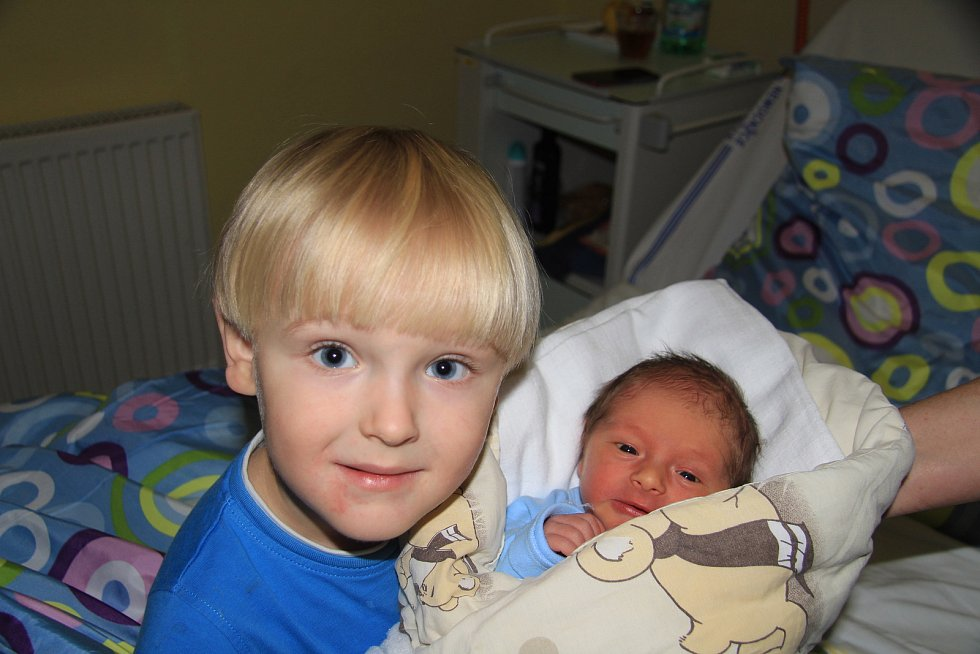 MARTIN TÜRK, PRACHATICE. Narodil se v pondělí 25. listopadu v 10 hodin a 15 minut v prachatické porodnici. Vážil 3040 gramů. Má brášku Marka (3 roky).Rodiče: Lucie a Stanislav Türkovi.