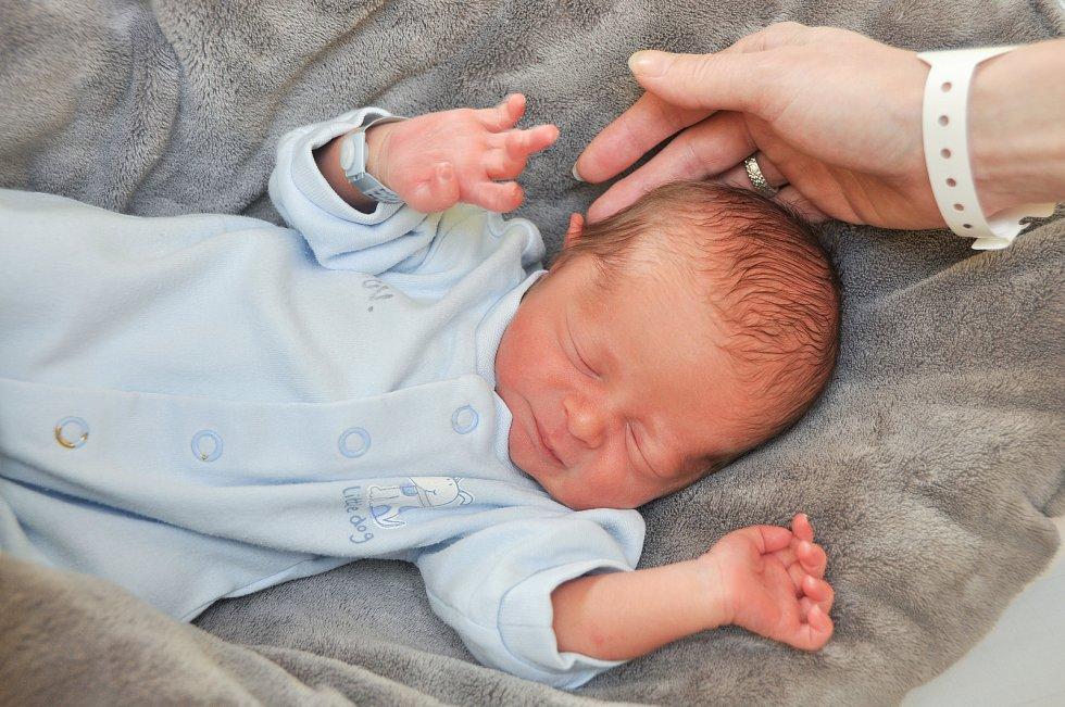 MICHAL HLADÍK, ZDÍKOVEC. Narodil se ve středu 26. února v 7 hodin a 40 minutve strakonické porodnici. Vážil 2310 gramů. Rodiče: Miroslava a Michal.