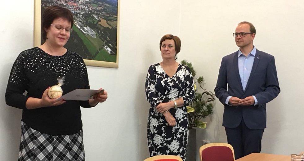 Vyhodnocení kampaně Místa přátelská seniorům 2019 na radnici v Prachaticích.