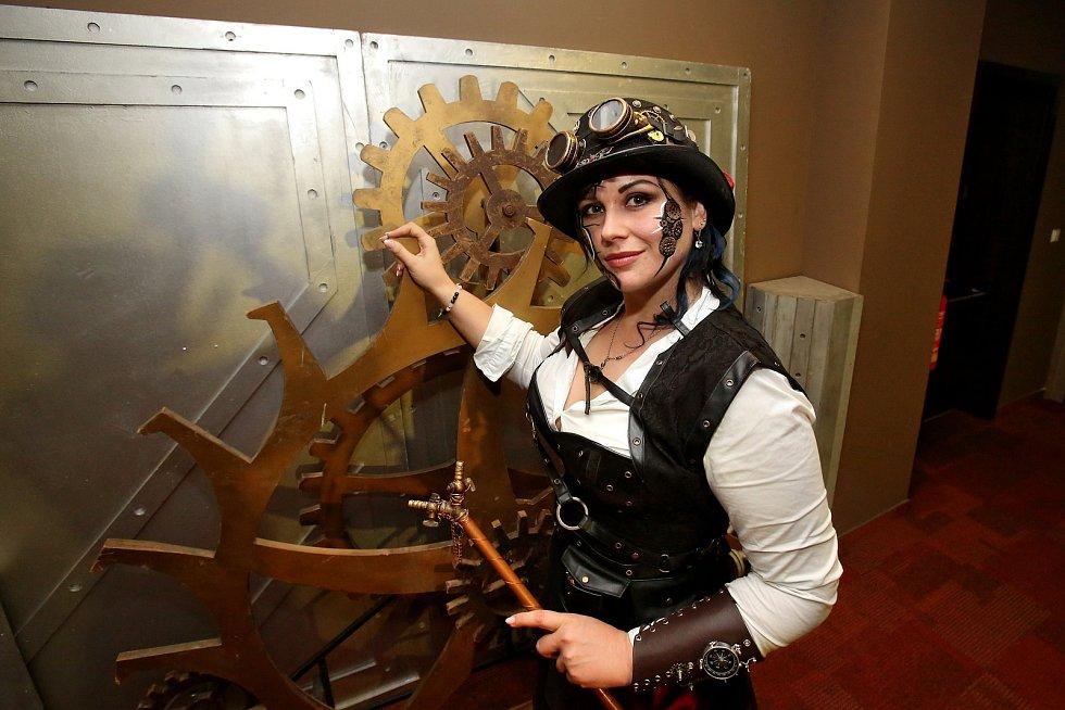 Anetu Švecovou zavedly šperky a století páry až k výučnímu listu. Hodinářka miluje, když se jí rozbité hodinky roztikají pod rukama.