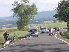 Dopravní nehoda dvou motocyklů na silnici u Vlachova Březí.