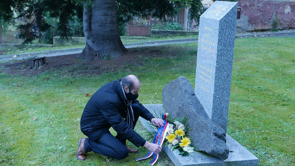 Uctění památky vojenských veteránů na prachatickém městském hřbitově.
