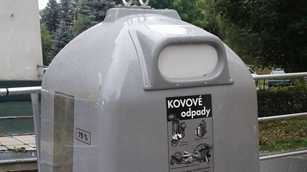 Nádoby na kovový odpad ve Vimperku. Ilustrační foto.