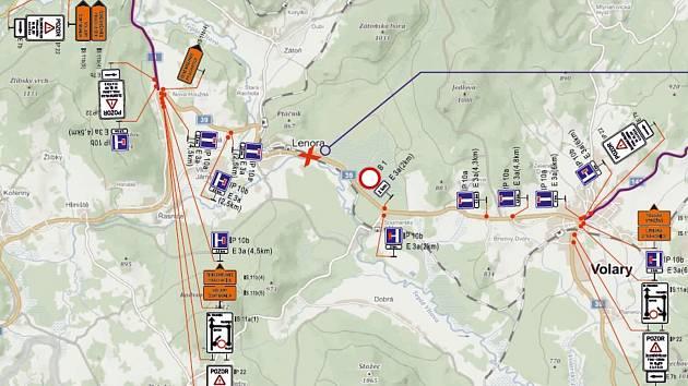 Přejezd v Lenoře je vinou havárie uzavřen pro veškerou dopravu.