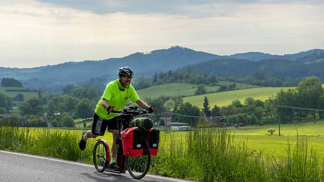 Starosta Dolan na Náchodsku Jiří Plšek (na snímku) navštíví od 5. června 2021 do 10. června 2021 na koloběžce dalších deset českých a moravských obcí s názvem Dolany.