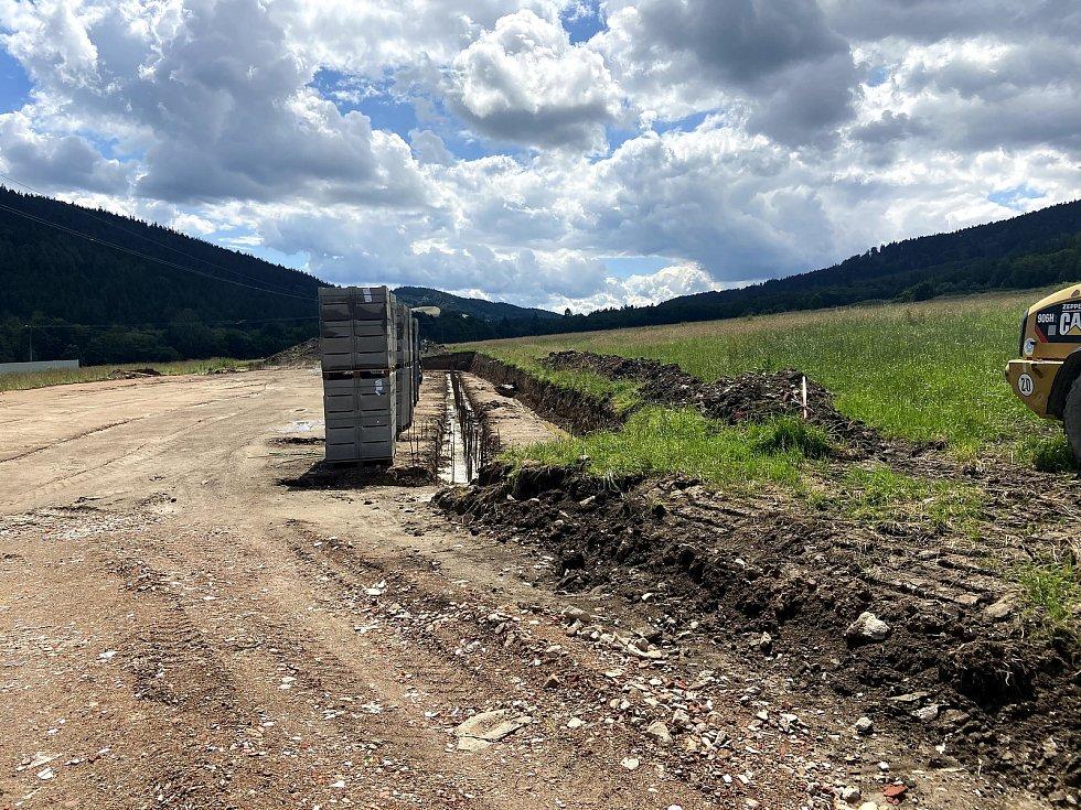 Zahájení stavby nové prachatické střelnice. Stav v červenci 2020.