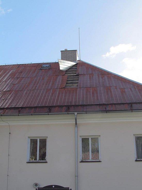 Střecha Obecního úřadu v Lenoře.