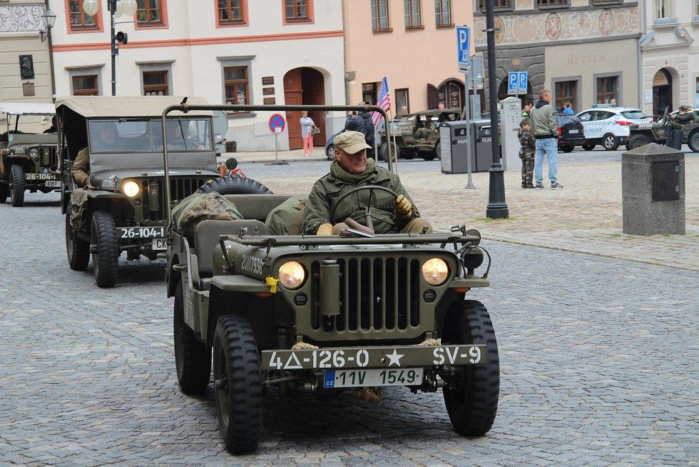 Vzpomínková jízda k osvobození jihozápadních Čech zastavila i v Prachaticích.