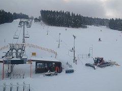 Sjezdovka Kobyla na Zadově čeká na první letošní lyžaře.