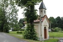 Drobných sakrálních staveb je v české krajině bezpočet. Péče o ně stojí nemalé prostředky. Ty vyžaduje i oprava kaple v Křesanově, v jedné z vimperských osad, aby v budoucnu vypadala jako ta na snímku v sousedních Cejsicích.