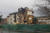 Demoliční práce v Lenoře pokračovaly i o víkendu.