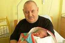 Kateřina Kuťková se v prachatické porodnici narodila v sobotu 14. prosince v 11.50 hodin. Vážila 3350 gramů. Rodiče Radka a Josef jsou z Pěčnova. Na Kateřinu se těšily sestřičky Zuzanka a Markétka. První fotografování si nenechal ujít dědeček.