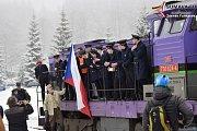 Silvestrovský vlak 2018. Poslední jízda v roce byla  tématicky laděna jako narozeninový vlak.