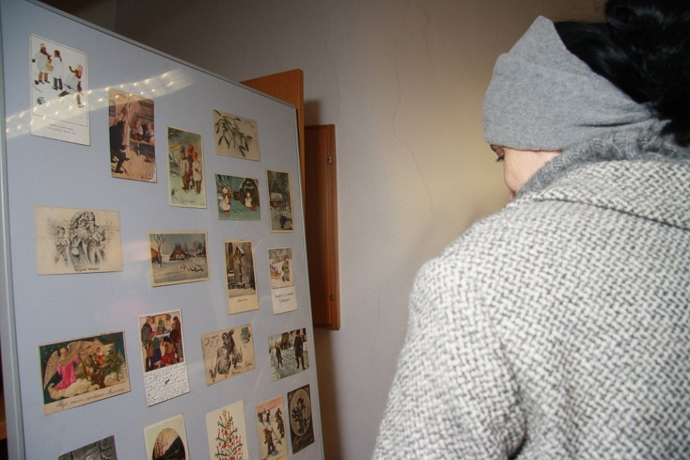 Muzeum loutky hostí výstavu pohlednic.