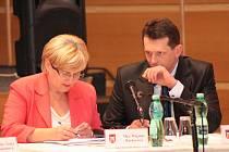 Zastupitelé ODS Dagmar Rückerová a Jiří Cais.